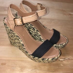 Vince Camuto Strappy Wedges Size 8.5 38.5